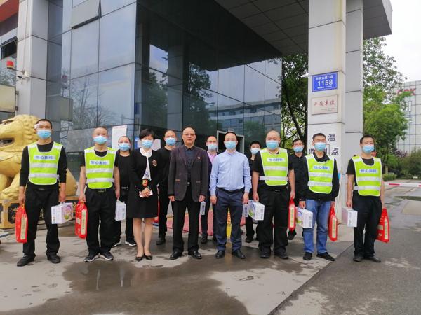 集团工会慰问防疫一线工作人员